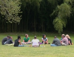 outdoor group conversation 02